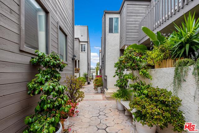 3. 945 21St Street #6 Santa Monica, CA 90403