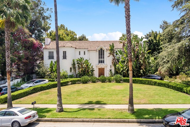 Spectacular development opportunity on almost one acre North of Sunset, in the city of Beverly Hills, to tear down and build your dream estate. Lot dimensions are approximately 104 x 316 feet.