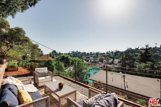 25. 1628 N Easterly Terrace Los Angeles, CA 90026