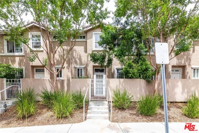 Great Town home in the Palisades complex in Stevenson Ranch. surrounded by gorgeous well manicured park-like green belt with matured trees. This unit offers privacy and plenty of natural light. Open floor plan, living room with fireplace. separate dining room, 2 car side-by-side attached garage with direct access, The best school district, excellent neighborhood, minutes away from freeway I-5 access, shops, restaurants and more!!!
