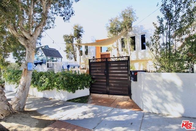 1327 1St Street, Manhattan Beach, California 90266, 5 Bedrooms Bedrooms, ,4 BathroomsBathrooms,For Sale,1St,21701562