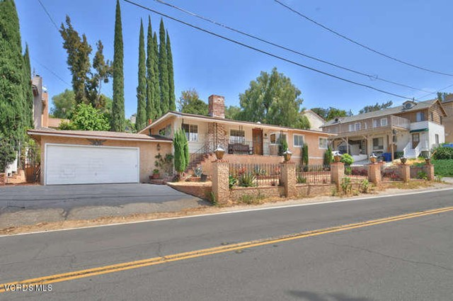 23305 Lake Manor Dr, Chatsworth, CA 91311