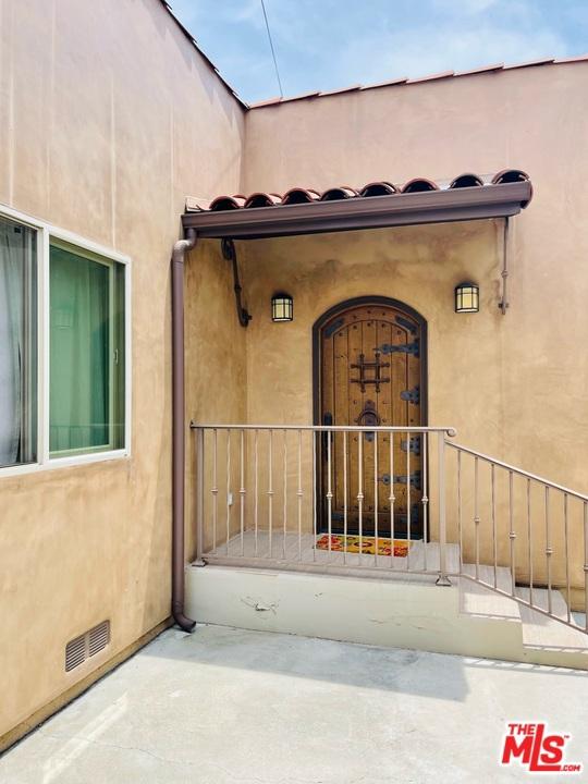 35. 733 S Citrus Avenue Los Angeles, CA 90036