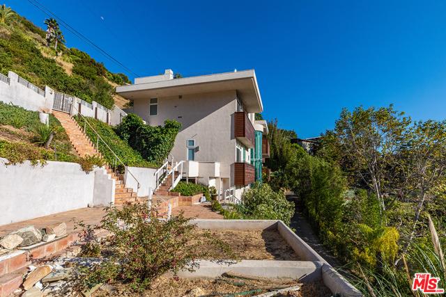 32. 21070 Las Flores Mesa Drive Malibu, CA 90265