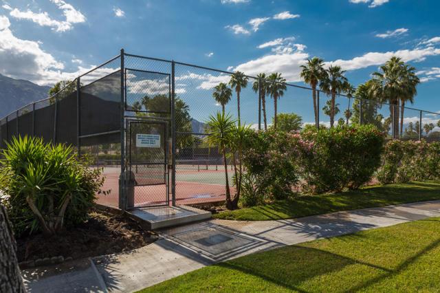 43. 2376 Oakcrest Drive Palm Springs, CA 92264