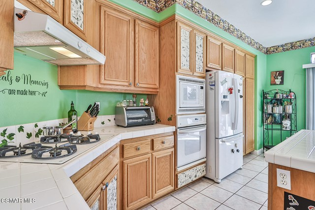 24. 215 Southcrest Place Simi Valley, CA 93065