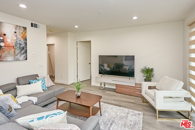 3. 900 S Kenmore Avenue #503 Los Angeles, CA 90006