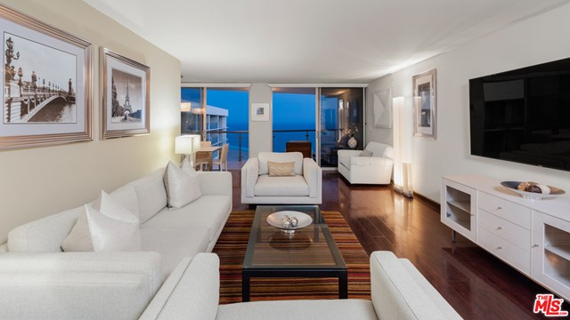 Penthouse with awe inspiring 270 degree wrap around views from the ocean to Downtown LA. This 3 bed/ 2.5 bath has direct ocean views and is a diamond in the rough. 5-star amenities including Valet Parking, 24-hour security, Concierge service, Pool, Gym and Spa. Steps to the beach and world famous restaurants.