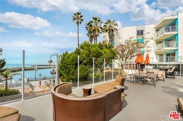 650 The Village 108, Redondo Beach, California 90277, 1 Bedroom Bedrooms, ,1 BathroomBathrooms,For Rent,The Village,21678074