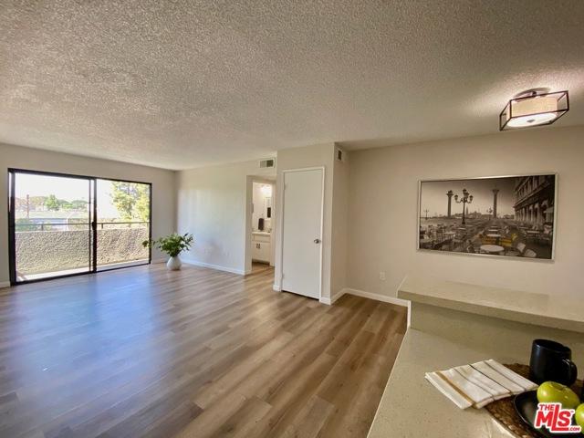 11817 Victory Boulevard 311, North Hollywood, CA 91606