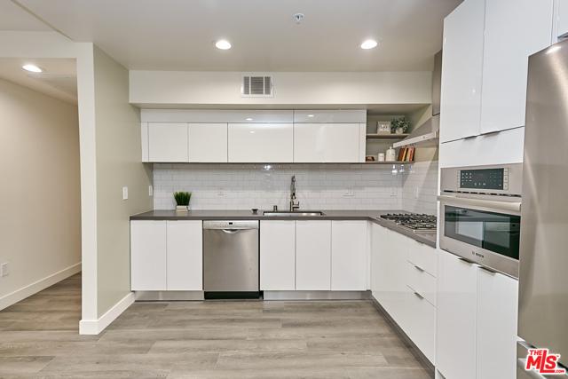 4. 900 S Kenmore Avenue #401 Los Angeles, CA 90006
