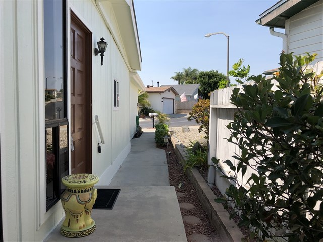 633 Via Santiago, Vista, CA 92081
