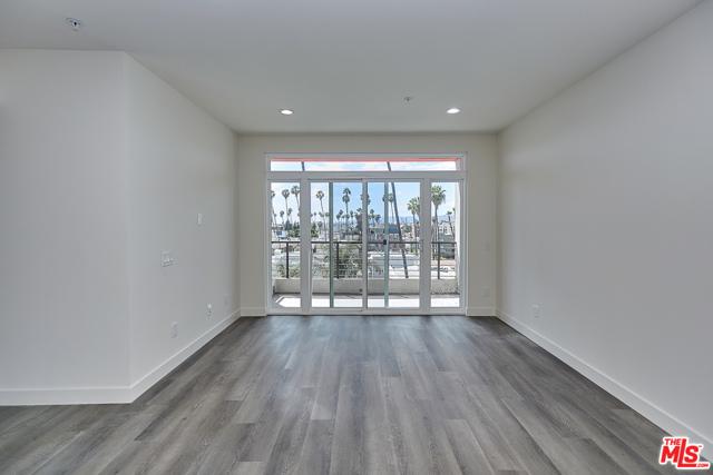 3. 900 S Kenmore Avenue #406 Los Angeles, CA 90006