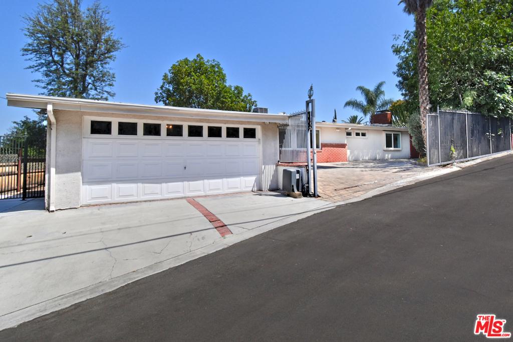 22505     Macfarlane Drive, Woodland Hills CA 91364