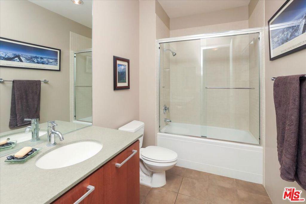 Bathroom 2 - tub and shower