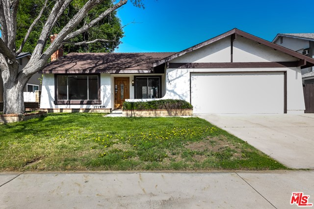 23689 Via Lupona, Santa Clarita, CA 91355 Photo