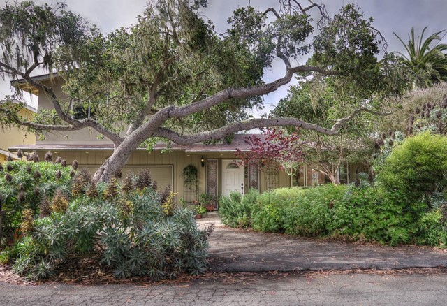 606 Dennett Street, Pacific Grove, CA 93950