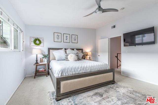 2208 Vanderbilt Lane 4, Redondo Beach, California 90278, 2 Bedrooms Bedrooms, ,1 BathroomBathrooms,For Sale,Vanderbilt,20604836