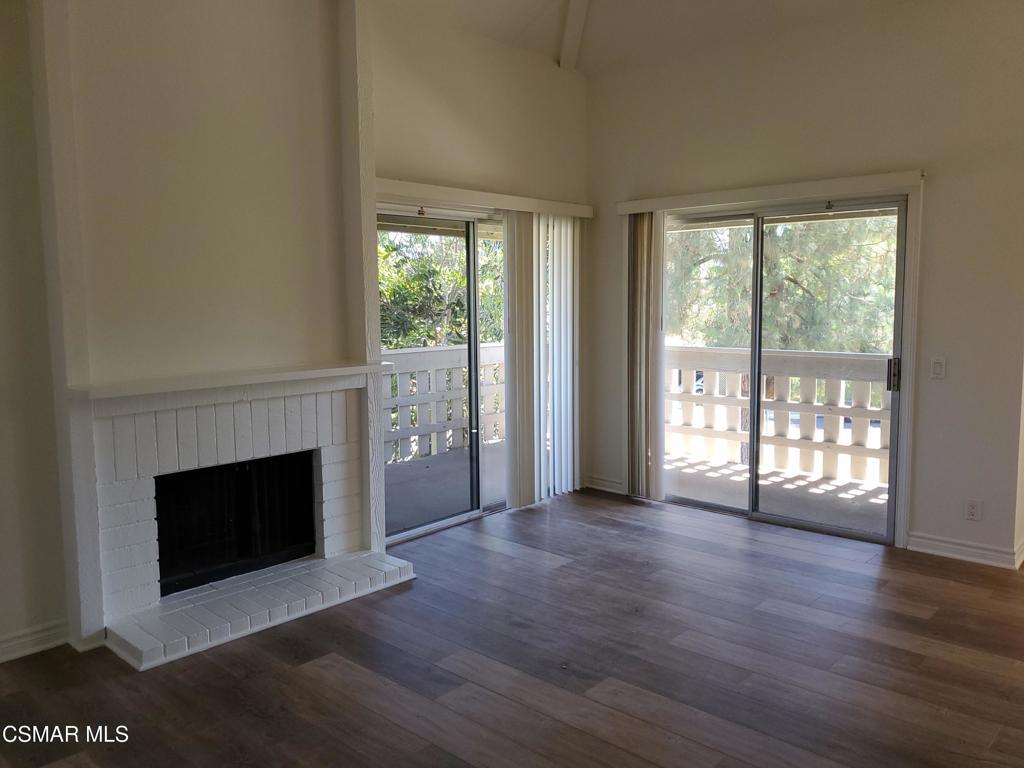 Photo of 427 Arbor Lane Court #206, Thousand Oaks, CA 91360