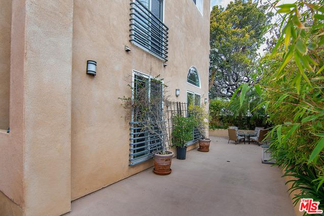 35. 1536 Hi Point Street #103 Los Angeles, CA 90035