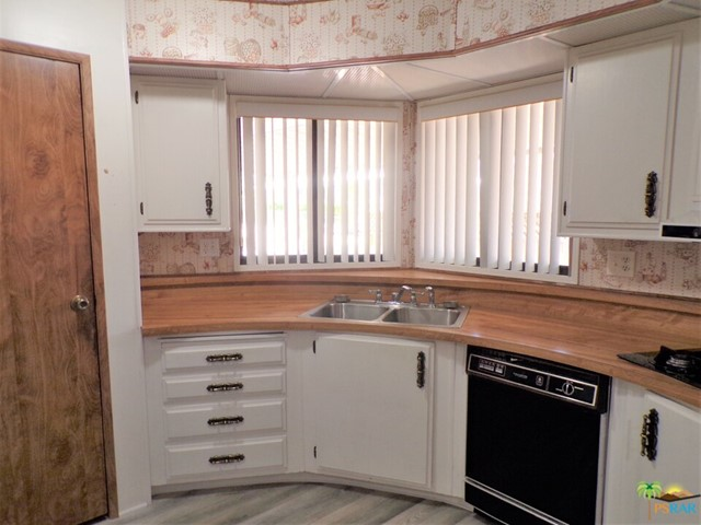 Claic Circular Kitchen Means Lots Of Storage & Counter Space