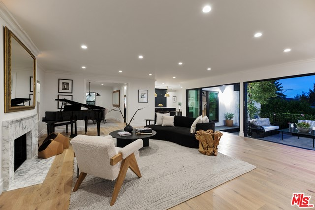 1564 Sunset Plaza Drive, West Hollywood, CA 90069