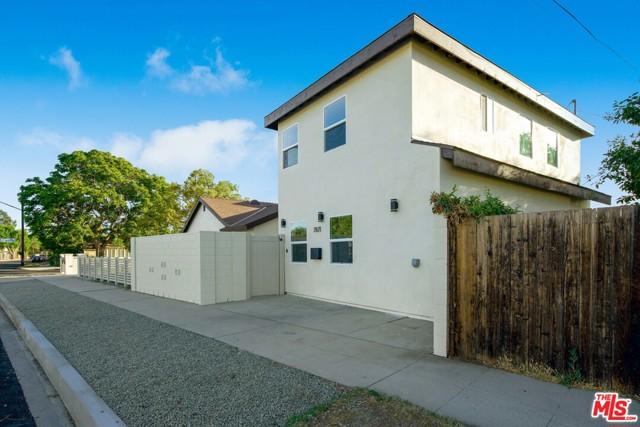 5. 17501 Arminta Street Northridge, CA 91325