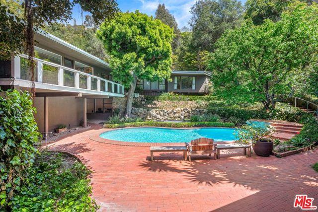 1746 Mandeville Lane, Los Angeles, CA 90049