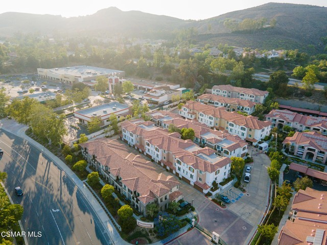 55. 461 Country Club Drive #111 Simi Valley, CA 93065