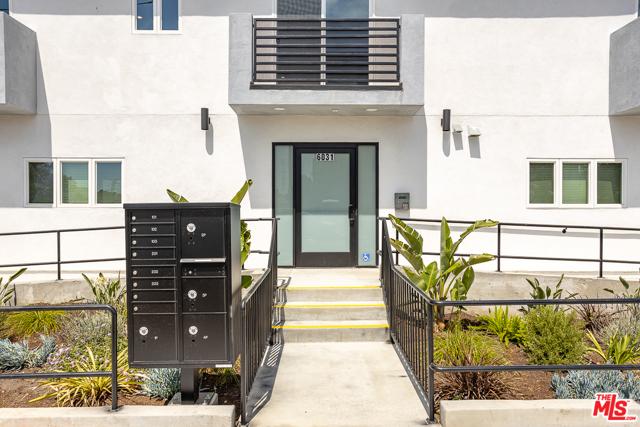 6031 N Craner Avenue, North Hollywood, CA 91606