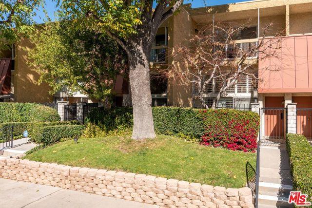 17805 Margate Street, Encino, CA 91316