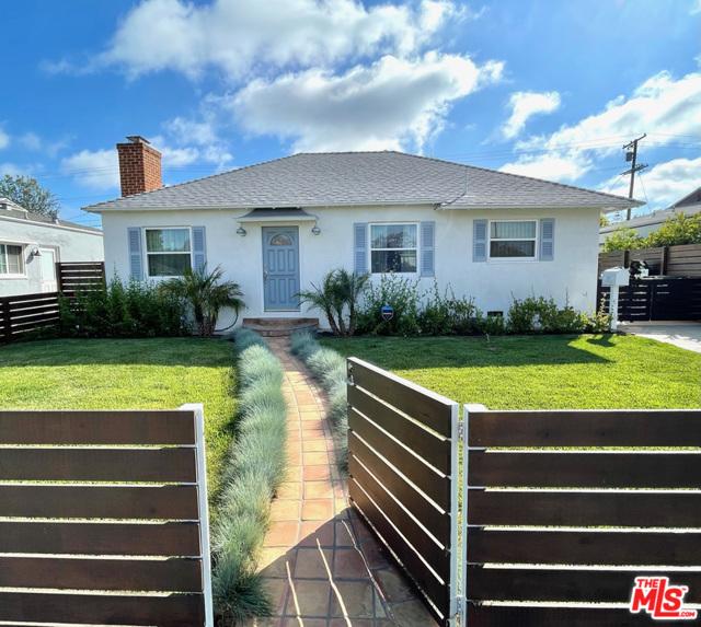 2. 2807 S Barrington Avenue Los Angeles, CA 90064