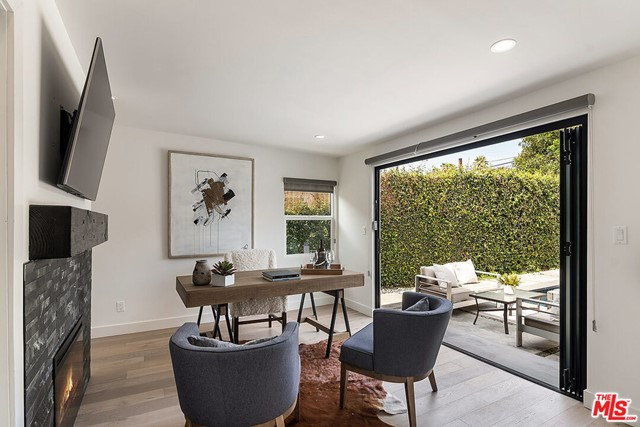 16. 4221 Greenbush Avenue Sherman Oaks, CA 91423