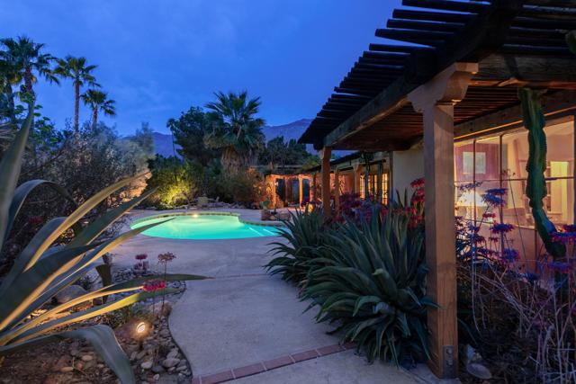 1162 Tamarisk Road, Palm Springs, CA 92262