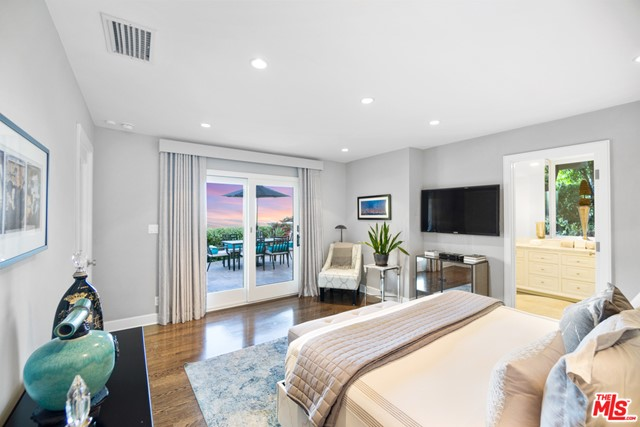 18. 1478 Stebbins Terrace Los Angeles, CA 90069