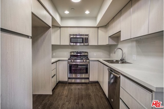 Welcome to Waring Hudson LLC. This gorgeous 2 bedroom, 2 bathroom unit includes in-unit laundry, laminate hardwood floors, a full kitchen with stainless steel appliances, plenty of closet space, central AC and heating, tandem underground parking and much more