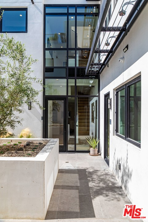 Photo of 812 HUNTLEY Drive #101, West Hollywood, CA 90069