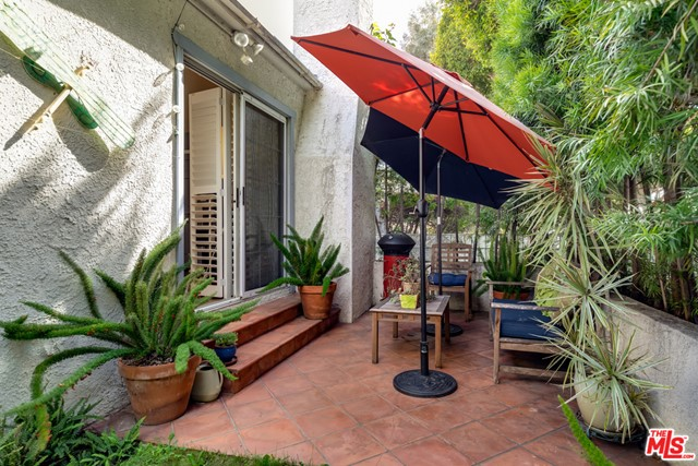 2134 Oak St, Santa Monica, CA 90405 Photo 3