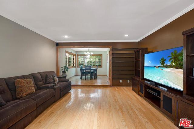 5. 4420 Da Vinci Avenue Woodland Hills, CA 91364