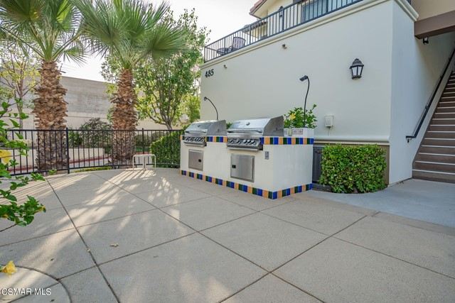 43. 461 Country Club Drive #111 Simi Valley, CA 93065
