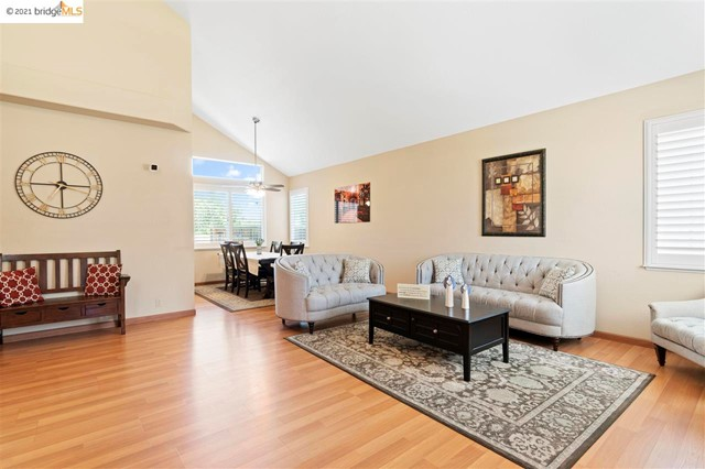 4. 619 Edenderry Dr Vacaville, CA 95688