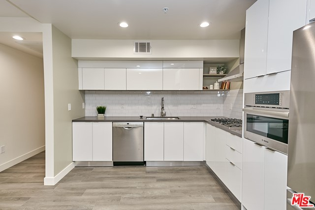 11. 900 S Kenmore Avenue #301 Los Angeles, CA 90006