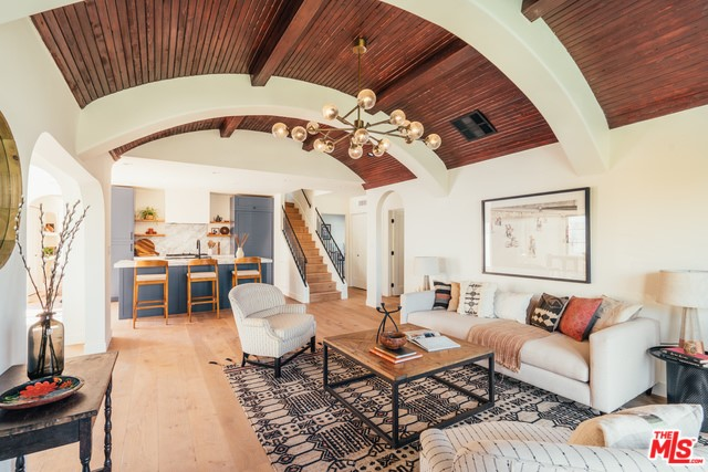 5335 HILLCREST Drive, Los Angeles, CA 90043