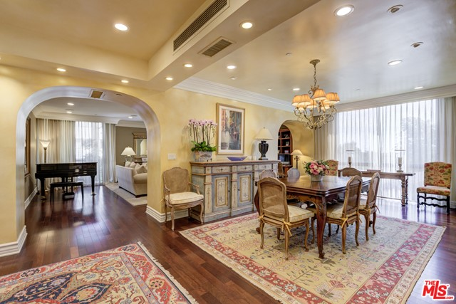 135 S Mccarty Drive 301, Beverly Hills, CA 90212