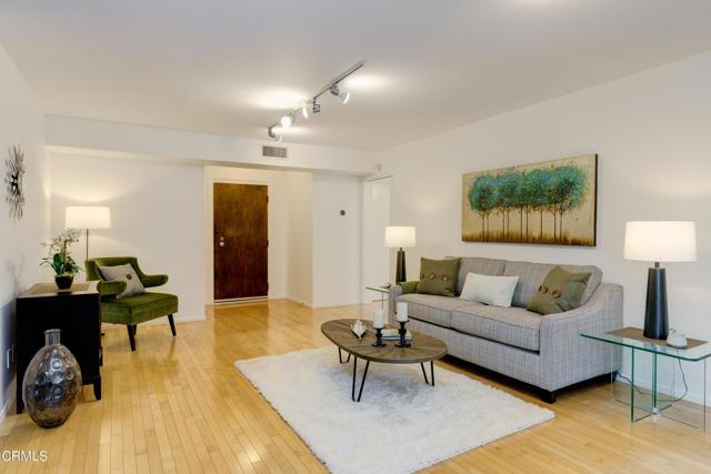 420 S Madison Avenue 104, Pasadena, CA 91101