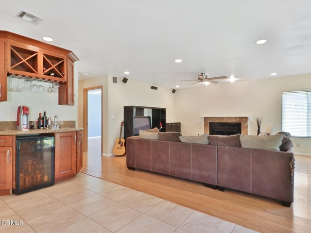 8. 11533 Coralberry Court Moorpark, CA 93021