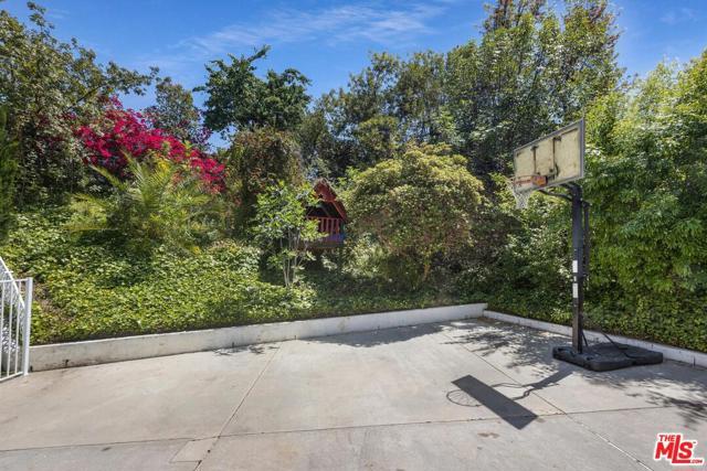 32. 4420 Da Vinci Avenue Woodland Hills, CA 91364