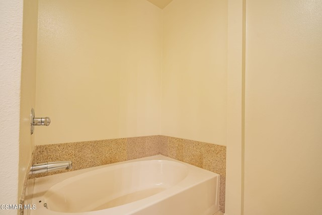 23. 461 Country Club Drive #111 Simi Valley, CA 93065