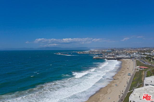 512 ESPLANADE 402, Redondo Beach, California 90277, 3 Bedrooms Bedrooms, ,3 BathroomsBathrooms,For Sale,ESPLANADE,19451028