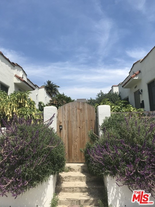 4167 Oakwood Avenue, Los Angeles, CA 90004